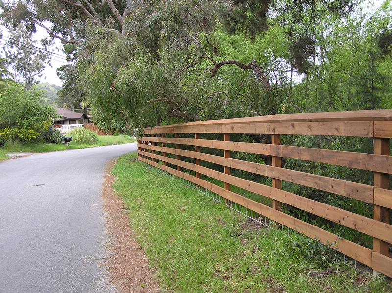 Florida Fence Contractor Fenced Up Barbed Wire Woven